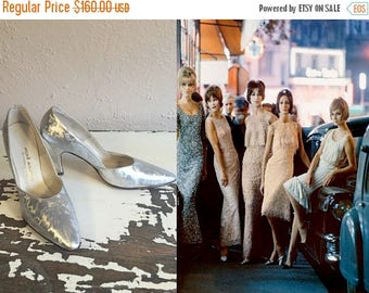 BI-ANNUAL SALE The Party Girls Have Arrived - Vintage 1960s Nos Textured Hologram Silver Pointed Heels Stilettos - 7