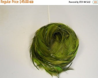 Anniversary Sale 35% Off Trotting Through the Forest - Vintage 1950s Tonal Forest Moss Green Feathered Bandeau Half Hat
