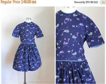 20% off SALE vintage 1940s little girl's dress - STORK bird novelty print dress / 8-9yr