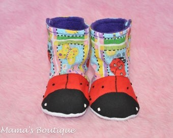 0-3M Lady bug stay on booties/crib shoes/Canadian made/handmade/Baby booties/baby slippers/Easter/Spring/Baby shower/Butterflies/floral
