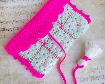 Rectangle cover neon pink wool white Daisy handbag Kit toiletry Tote range towel glasses smartphone case