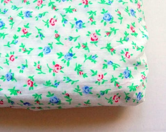 Vintage Fabric / One Fat Quarter / Pretty Blue & Red Rose Floral Calico
