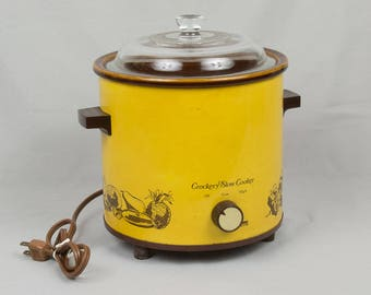 Vintage Crockpot Montgomery Ward Cookery cooker from the 1970 Excellent condition Works Very clean Retro crock pot