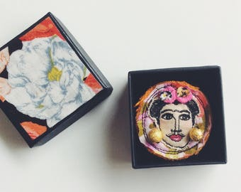 Frida Kahlo - wearable art - brooch - sewn face