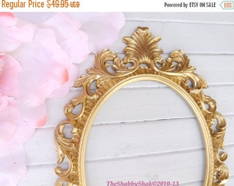 ON SALE Ornate Baroque Frame / Hollywood Regency / Gold / Oval Frame / Paris Apartment / Wedding Frame / Photo Prop / Shabby Chic Decor