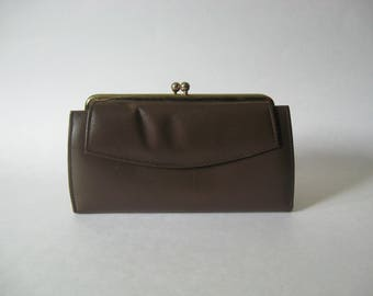 Excellent ladylike kisslock wallet chocolate brown leather gold 60s pocketbook Renwick Canada