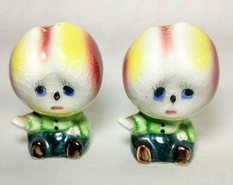 Vintage Ceramic Pottery Pear Head People Anthropomorphic Salt and Pepper Shaker Set Ref 19166