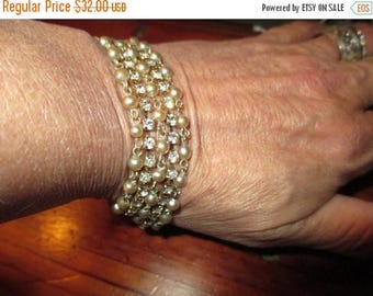 Lovely, Versatile, Delicate Gray BAROQUE Seed PEARL & RHINESTONE Gold Plate Multi-Chain Vintage Bracelet