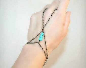 Bracelet ring with round turquoise and bronze finished chain