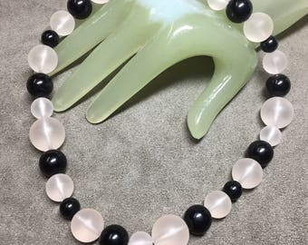 """Vintage 16"""" Long Frosted & Black Round Beaded Single Strand Necklace"""
