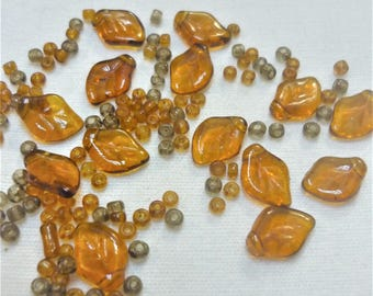 lot 14 glass beads amber-colored leaves