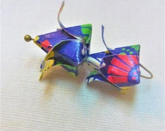 lot 2 origami yellow, green and red on blue flowers painted ready to use