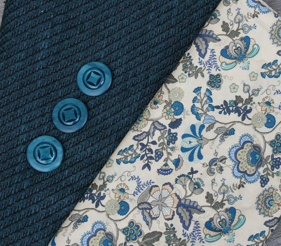 One-off vintage wool/silk mix tweed fabric in petrol blue/black, cotton floral fabric in matching tones, 3 beautiful vintage buttons