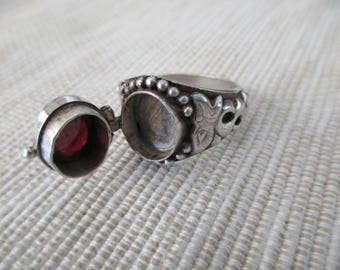 vintage sterling silver ring with hidden compartment - poison ring, garnet, red, size 10.75