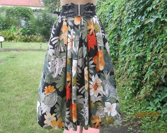 Full Skirt / Skirt Vintage / Size EUR44 / 46 / UK16 / 18 / Side Pocket / Full Skirt Pocket / Viscose / Summer Skirt / Elastic Waist / Slits