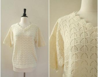SALE Vintage white short sleeve horseshoe pattern sweater / novelty knit scalloped edge tee