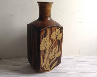 Studio Pottery Vase.  Signed B. Welsh for Pacific Stoneware.  Made in USA.  Vintage 1970.  Bennett Welsh.  Mid Century Modern style.