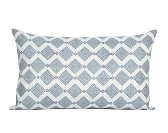 Shali lumbar pillow cover in Silver