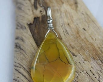 Christmas In July - Tear drop shaped Dragon's Vein Agate Pendant- Item 1792