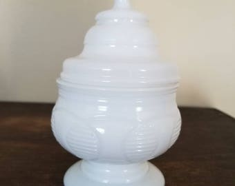 Vintage Mod Covered Milk Glass Dish. Wedding Gift, Wedding Centerpiece. Candy Buffet. Jewelry/Trinket Dish.