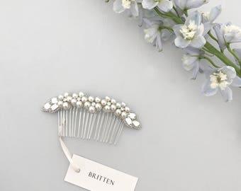 Wedding hair comb, Pearl flower wedding hair comb,