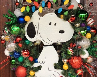 snoopy christmas wreath with lights its a snoopy christmas charlie brown peanuts christmas wreath - Snoopy Christmas Lights
