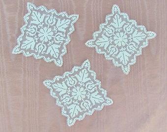 Vintage small square doilies, set of 3 filet lace doilies, off white miniature doilies