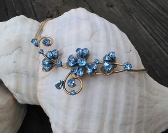 Sparkly flower and windblown gems necklace