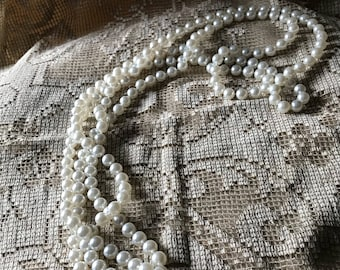 Vintage Costume Jewelry / Faux Pearl Flapper Length Necklace