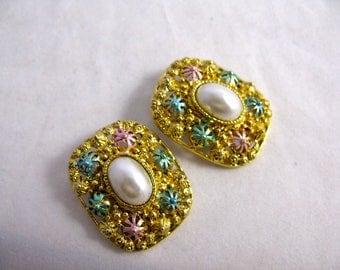 1980's Two Sisters Imitation Pearl Earrings
