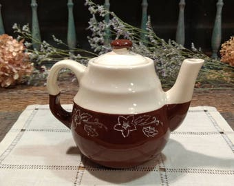 Vintage Oxford Stone Ware / Brownie Snowdrop Pattern Single / Individual Teapot / Made in USA