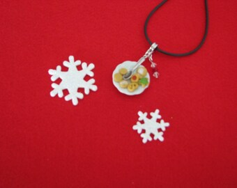 REF 225 Christmas cookies plate necklace