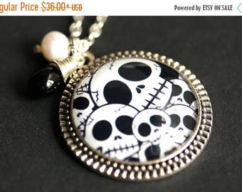 SUMMER SALE Skull Necklace. Halloween Necklace. Goth Necklace. Black and White Necklace. Skull Pendant with Fresh Water Pearl and Black Tear