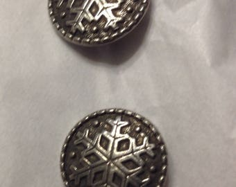 Set of 8 silver metal button vintage  snow flake pattern sewing knitting supplies reclaimed by upcycledtotebags  on etsy knitting supply