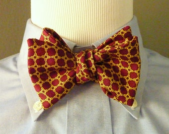 BEAUTIFUL Vintage Brooks Brothers ALL SILK Gold Basket Weave Pattern on Maroon Trad / Ivy League Adjustable Self Tie Butterfly Bow Tie.