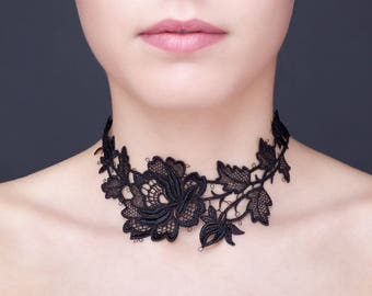 Short necklace of black lace neck.