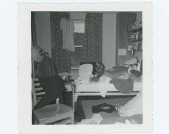 Vintage Photo Snapshot: Untidy Room, 1950s-60s (76586)