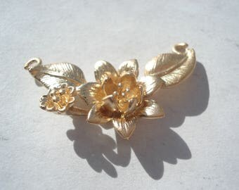 27mm Copper Connector, Gold Plated Lotus Flower Connector, C167