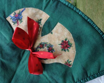 Quilted Christmas Tree Skirt - Christmas Bells and Bows