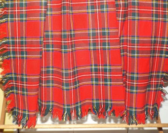 Christmas Plaid Tablecloth Looks Like A Scottish Tartan Home Decor Vintage  Linens For The Holidays