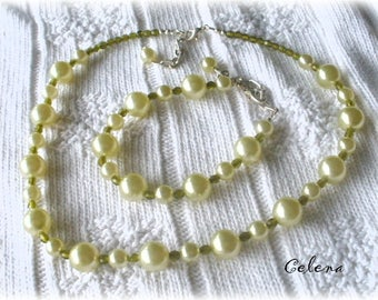 Set made with 'renaissance' CELENA bo Pearly glass pearls available