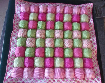 Baby Puff Blanket/Bubble quilt Strawberries in pinks and greens