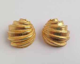 Vintage Goldtone Shell Style Clip On Earrings. Shell Earrings.