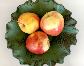 Gorgeous organic-style ceramic stoneware green pottery bowl fruit foodsafe