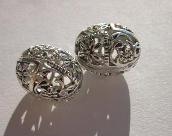 2 large oval openwork metal beads silver 12 x 16 mm (2421)