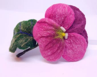 "Brooch made of wool ""Viola red"" Handmade"