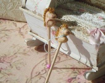 Dollhouse Miniature horse toy. 1:12 dollhuse miniature children toys.