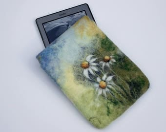 Kindle Cover|felted Kindle Paperwhite case|Kindle Voyage green e-reader sleeve|felted gadget case|daisy|magnet snap| exclusive gift for her