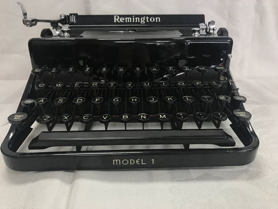 Remington portable typewriter working with case