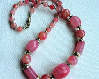 Necklace - pretty vintage plastic beaded necklace pink